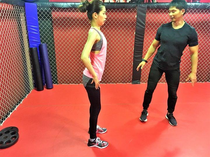 「グッドモーニング」で背中と腰をトレーニング