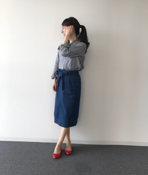 ネイビーギンガムチェックシャツ×デニムスカート