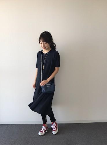 【3】ネイビーワンピース×黒レギンス