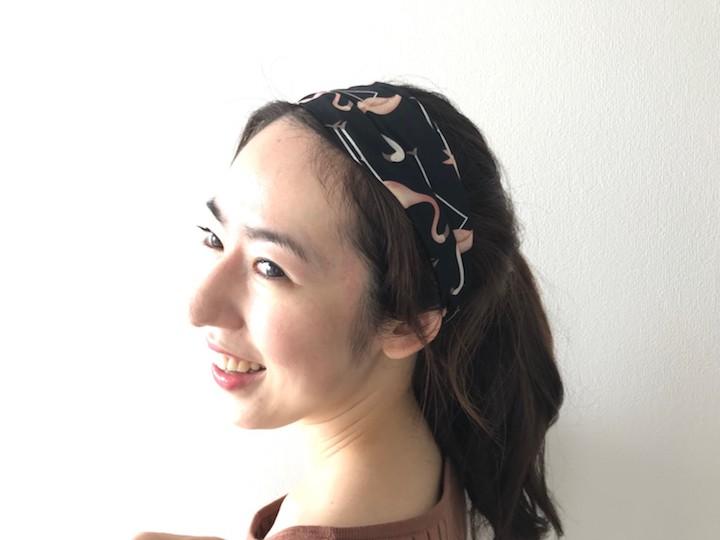 スカーフ素材のヘアバンド