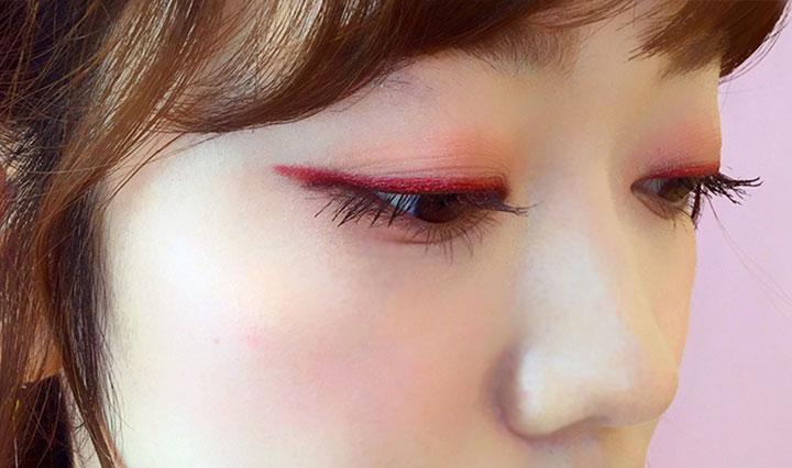 ピンクのアイライナーでこなれ感のある韓国風メイクに